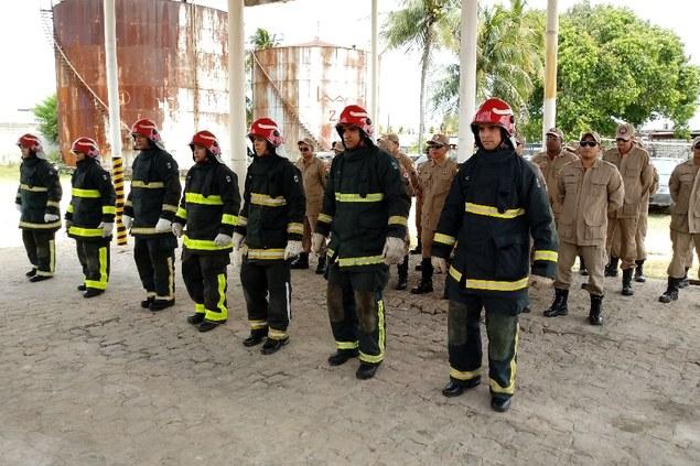 Corpo de Bombeiros forma militares para combater incêndios em portos